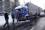 Silnice I/35 od odbočky na Koclířov po Hřebečský tunel byla 5. března v podvečer neprůjezdná, doprava stála.