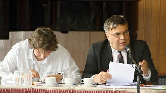 Starosta Jaroslav Martinů (vpravo).