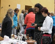 Bleší trhy v Moravské Třebové dávají lidem možnost zbavit se věcí, které už nepotřebují, nebo naopak sehnat, co doma postrádají.Ty sobotní určitě nebyly poslední.