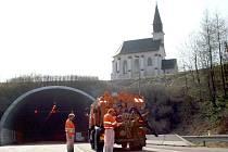 Silniční dopravu na pětatřicítce u Moravské Třebové ve směru od Svitav komplikuje od pondělí uzavírka Hřebečského tunelu.