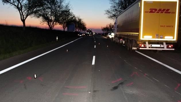 Místo dopravní nehody, při které zemřel motorkář.