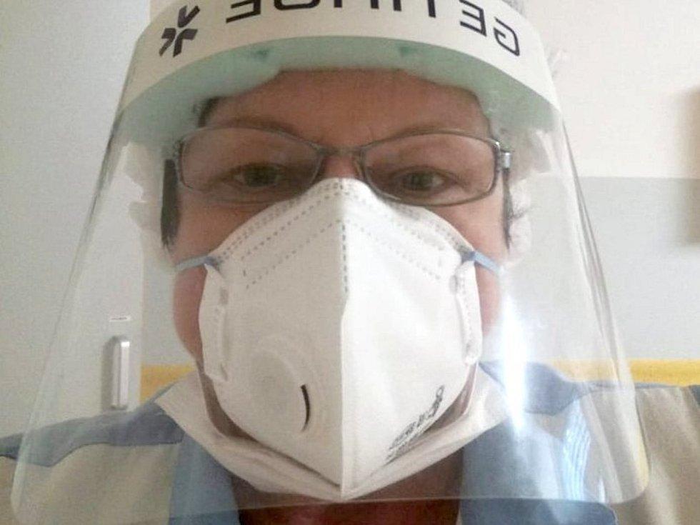Jana Březinová pomáhá v Litomyšlské nemocnici.