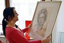 CHARLOTTE MARTINŮ. Nejen podobiznu manželky skladatele Bohuslava Martinů uvidí návštěvníci ve výstavních sálech poličského muzea.