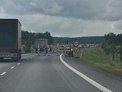 Kolony na hlavním silničním tahu I/35.