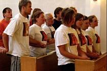 Účastníci apoštolské pouti se ve Fatimském apoštolátu pomodlili za narozené děti.