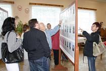 Rodáci prošli známá místa v Korouhvi. Nad fotografiemi vzpomínali na staré časy. Zúčastnili se také svěcení nového praporu hasičů u příležitosti 130. výročí vzniku sboru.