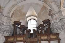 V současné době  je  uvnitř zdevastovaný, rekonstrukci  potřebují také varhany.
