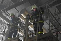 Požár kotelny v Lánech.  Izolace se vzňaly při vyřezávání starých ocelových konstrukcí autogenem.