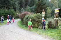 Toulovcovy maštale jsou častý cílem rodinných výletů. Turisté teď ocení nový značení.