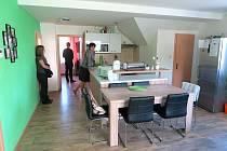 NOVÁ KUCHYŇ S JÍDELNOU v novém bytě, který  dostal dětský domov do pronájmu od města Poličky.