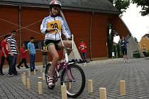 Projet mezi dřevěnými špalíčky bylo  pro mnohé děti nejtěžším úkolem okresního kola dopravní  soutěže.