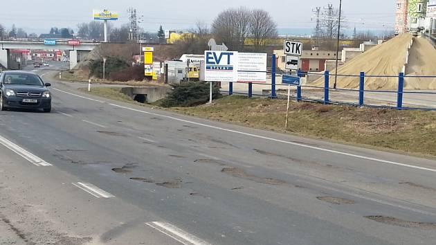 Technický stav silnice I/34 je silně nevyhovující. V dubnu začne její rekonstrukce.