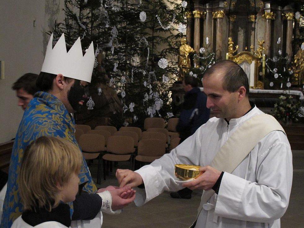 Tradiční ranní mše s požehnáním všem koledníkům v Litomyšli.