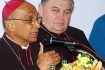 Indický arcibiskup zavítal na diskuzi o adopci na dálku a hovořil o její nutnosti.