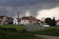 Nad Svitavy se přihnala bouřka.