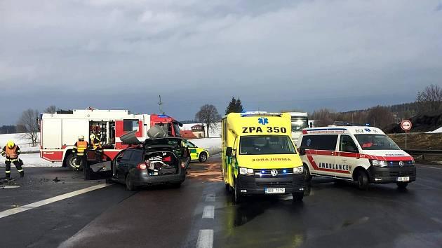 Ve Svitavech bourala dvě auta, lehce zraněny byly tři děti.