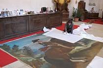 Rozměrný královský portrét Filipa IV. už zdobí pokladnu litomyšlského zámku.