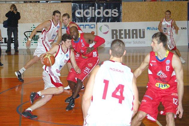 Basketbal Qanto Svitavy – BK JIP Pardubice 70:84.