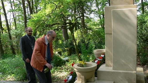 Uctění památky obětí války.