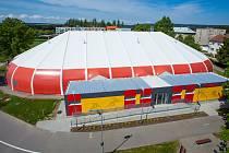 Nová sportovní hala Šapito s dokončenou přístavbou šaten.