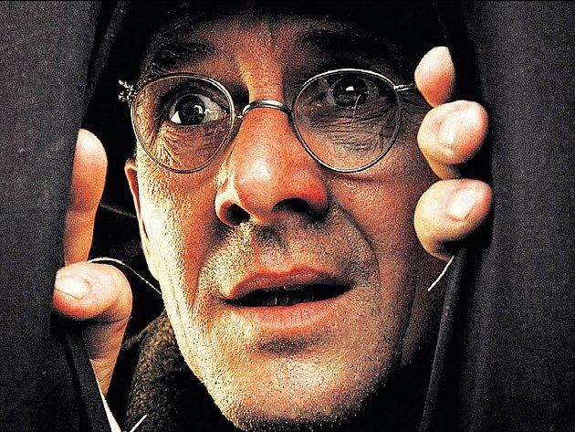Německý Kevin Spacey. Nejenom rysy v obličeji, ale i pronikavý herecký výraz vysokých kvalit sdílel nedávno zesnulý Ulrich Mühe se známějším americkým protějškem. Dokládá to postavou Adolfa Grünbauma v kontroverzní komedii Můj vůdce.