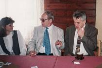 slavnostního zahájení se zúčastnili také tehdejší politici Karel Ledvinka z Vysokého Mýta (vpravo) a Jan Stránský (měl hlavní proslov) - dnes je předsedou Klubu českých turistů