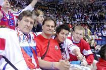 """Fanoušci ze Svitav byli v centru dění. Přímo z kotle bratislavského zimního stadionu  sledovali   """"koncert"""" na ledě."""