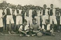 Nepříliš kvalitní, ale unikátní snímek fotbalistů, jediný originál z roku 1910. Jsou na ní hráči – nahoře zleva: Malý, Plšek, Tesař, Podhajský, Flídr, Janouš, Racek, Břeň, dole: Jiroušek, Hofman, Tichý.