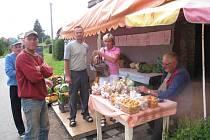 Nehoda v Opatově, řidič nákladního automobilu srazil člověka, který si ve stánku kupoval meruňky