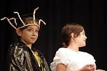 Z Líbeznice přijeli nejmladší účastníci divadlení přehlídky a zahráli pohádku s názvem Ženich pro čertici.