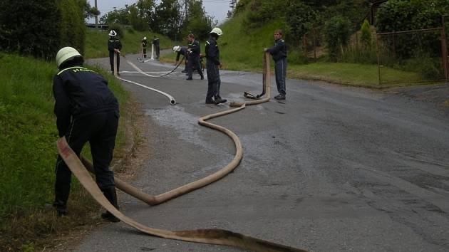 Cvičení sboru hasičů z Osíku