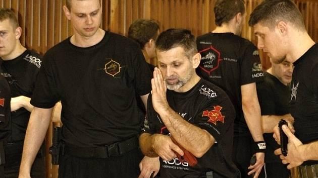 Výcvikový seminář. Stan Gazdík připravil další kurz pro členy litomyšlského oddílu karate.