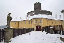 Opravu potřebují také podpěrné zdi pod renesančním palácem, jejich stav byl havarijní.