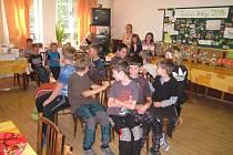 Kluci a holky si příměstský tábor pořádně užívali. Pomohly jim v tom postavy z románu Karla Poláčka.