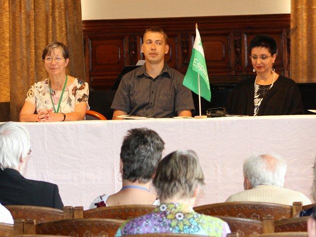 Město se na celý týden stává centrem esperantistů. Mezinárodní konference OSIEK začala v Ottendorferově domě v neděli.