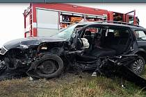 Nehoda kamionu a osobního auta blokovala hlavní tah