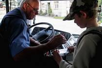 Bez platného dokladu nevydal řidič Oldřich Marek školákům zlevněnou jízdenku
