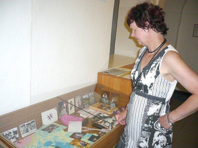 Výstavka zapomenutých věcí v litomyšlské knihovně.
