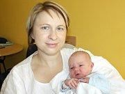 KRYŠTOF GRACIAS. Rodina Hany, Radka a dvouleté Barborky z Poličky se 30. října ve 12.20 hodin rozrostla o chlapečka. Vážil 3,7 kilogramu a měřil půl metru.  Tatínek byl mamince u narození syna velkou oporou.