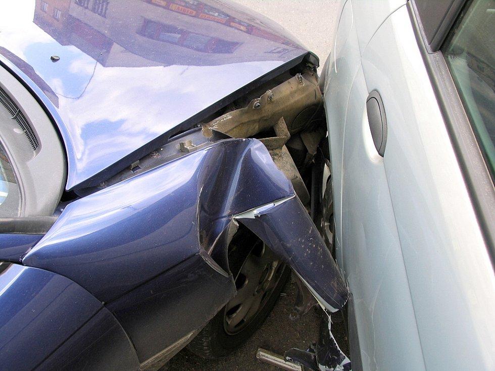 Při havárii to odnesly naštěstí jen plechy.