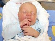 VOJTĚCH POLÁK. Chlapec spatřil světlo světa 16. srpna v 8.32 hodin. Sestřičky mu navážily 3,3 kilogramu a naměřily 49 centimetrů. Doma bude v Rovečném.