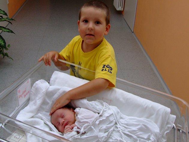 BARBORA KRAJČIOVÁ. I podruhé podpořil Peter ženu Lucii, když se klubala  jejich holčička na svět. Narodila  se 15. července v 17.30 hodin, vážila 3,60 kilogramů a měřila 50 centimetrů. Bude doma v Moravské Třebové-Sušici, bráška Matěj (4) se nemůže dočkat