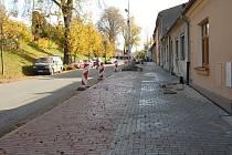 Opravený chodník na ulici Heydukova.