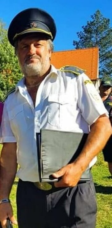 Velitel dobrovolných hasičů z Dlouhé Loučky Ivo Toman slaví narozeniny.