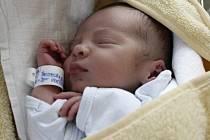 VOJTĚCH PETERKA. Narodil se Ivaně a Michalovi z Banína dvacátého druhého července. Při narození měl 48 centimetrů a 2,6 kg.