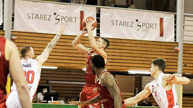 Basket Brno vs. Dekstone Tuři Svitavy.