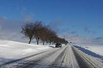 Cestáři zápasí se sněhem. V jejich boji jim pomáhají kamery