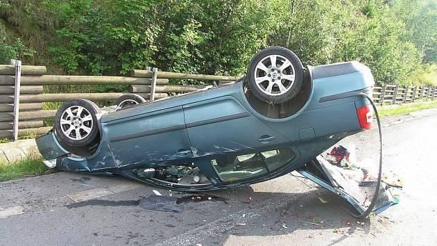 Moravská Třebová: Řidič se nevěnoval řízení, zranil spolujezdkyni.