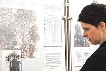 Výstava v muzeu v Litomyšli přibližuje život v koncentračních táborech a příběhy vězňů, kteří hrůzy druhé světové války přežili.