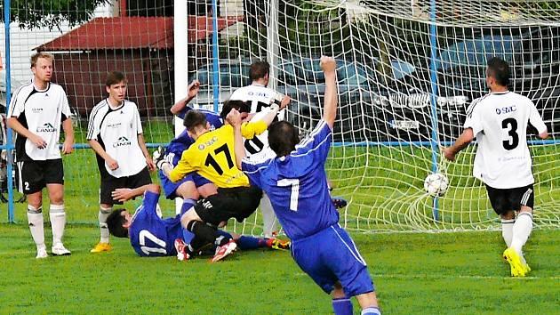 Fotbalisté Cerekvice porazili v duelu o čelo tabulky ústecké béčko.